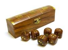 Oude houten dobbelt met doos stock foto's