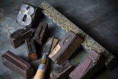 Oude houten drukpersbrieven stock foto's