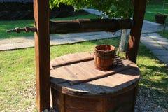 Oude houten fontein Stock Foto
