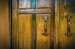 Oude houten geschikte deur Stock Foto