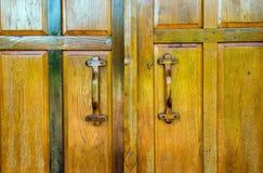 Oude houten geschikte deur Royalty-vrije Stock Foto's