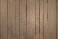 Oude houten geschilderde vloer De vloer is geschilderde grijs en in sommige plaatsen het wordt gewist stock foto