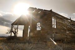 Oude houten hut voor westelijke films Stock Afbeeldingen