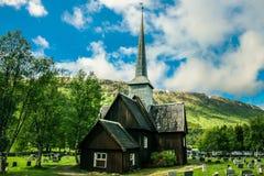 Oude houten kerk in Noorwegen in de zomer royalty-vrije stock foto's