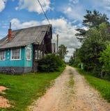 Oude houten logboekhuizen in het platteland Royalty-vrije Stock Foto