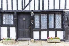 Oude houten met zwart die deurhuis in Rogge, Kent, het UK wordt gezien Stock Afbeelding