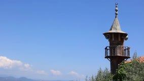 Oude houten minaret stock footage