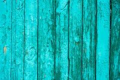 Oude houten omheining met gebarsten verf royalty-vrije stock afbeelding