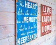 Oude houten panelen met tekst Royalty-vrije Stock Afbeeldingen