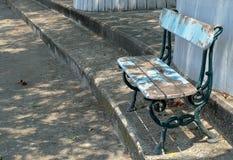 Oude Houten Parkbank bij een Park Royalty-vrije Stock Foto