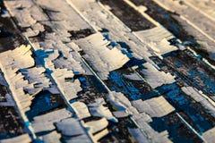 Oude houten planken met de overblijfselen van gebarsten olieverf Royalty-vrije Stock Fotografie