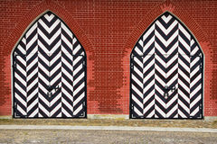 Oude houten poort in St. Petersburg, druk in zwart-wit Royalty-vrije Stock Foto's