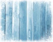 Oude houten raad met sneeuwvlokken De achtergrond van Kerstmis stock foto's