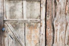 Oude houten staldeur met slot Royalty-vrije Stock Foto's