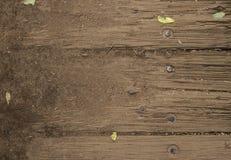 Oude houten textuur als achtergrond op een huis stock afbeeldingen