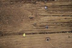 Oude houten textuur als achtergrond op een huis royalty-vrije stock foto's