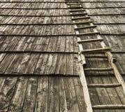 Oude houten trap op houten dak Nuttig als achtergrond Stock Fotografie