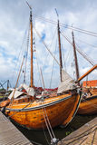 Oude houten varende boten in Nederland Stock Afbeeldingen