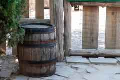 Oude houten vaten voor decoratie Royalty-vrije Stock Afbeeldingen