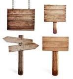 Oude houten verkeersteken geplaatst geïsoleerd Stock Fotografie