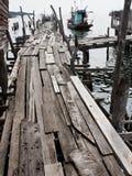 Oude houten visserijbrug stock fotografie