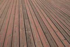 oude houten vloertextuur, de geslagen bevloering van de strook houten raad, korrel van houten vloerplank met gepeld van rode verf Royalty-vrije Stock Foto's