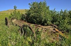 Oude houten wagenaanhangwagen stock foto's