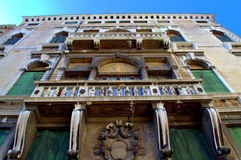 Oude huisvoorgevel, Venetië, Italië Stock Fotografie