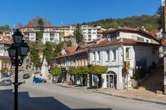 Oude Huizen bij centrale straat in stad van Veliko Tarnovo, Bulgarije Royalty-vrije Stock Afbeeldingen