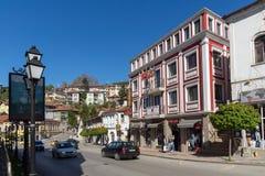 Oude Huizen bij centrale straat in stad van Veliko Tarnovo, Bulgarije Royalty-vrije Stock Fotografie