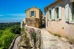 Oude huizen bij zonnige dag op wal Royalty-vrije Stock Afbeeldingen