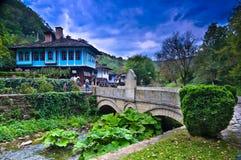 Oude Huizen in etnografische complexe Etara, Bulgarije stock afbeeldingen