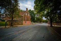 Oude huizen langs Main Street in Oud Salem Historic District, Stock Afbeeldingen