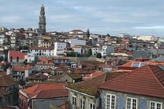 """Oude huizen met rode tegels De beroemdste buurt in de stad van Porto †""""Ribeira Royalty-vrije Stock Afbeelding"""