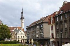Oude huizen op de Oude stadsstraten tallinn Estland stock afbeeldingen