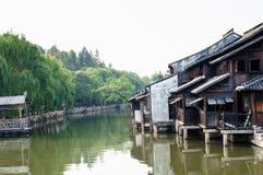 Oude huizen op water Stock Foto's