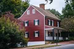 Oude huizen in Oud Salem Historic District, in Winst van de binnenstad Stock Fotografie