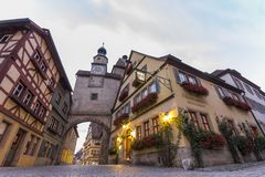 Oude huizen in Rothenburg ob der Tauber, schilderachtig middeleeuws CIT royalty-vrije stock afbeelding