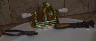 Oude Hulpmiddelen en Gootsteen Royalty-vrije Stock Fotografie