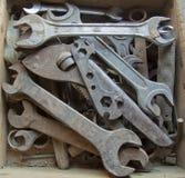 Oude hulpmiddelen in houten doos Stock Afbeelding