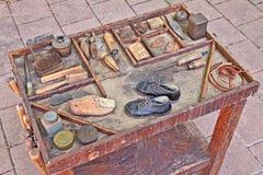 Oude hulpmiddelen van de schoenmaker Stock Afbeeldingen