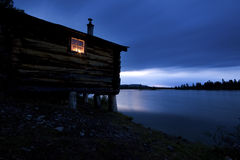 Oude Hut in het blauwe uur Royalty-vrije Stock Foto