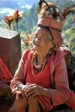 Oude Ifugao-vrouw in traditionele kleren stock foto