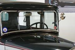 Oude inbare compacte sedan met vier cilinders - Peugeot 301, 1933 stock foto