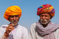 Oude Indische mens twee met kleurrijke tulband Stock Afbeelding