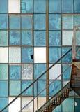 Oude industriële venster en brandtrapsamenvatting Stock Afbeelding