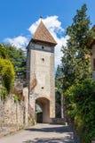 Oude Ingangspoort van Meran ger Passeirertor der Meraner Stadtmauer Merano, Provincie Bolzano, Zuid-Tirol, Italië royalty-vrije stock foto