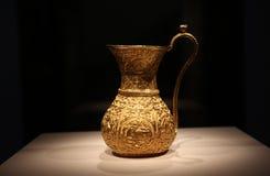 Oude Iraanse gouden ewer, waterkruik, vaas 10de eeuw Royalty-vrije Stock Foto's