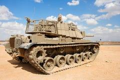 Oude Israëlische tank Magach dichtbij de militaire basis binnen Royalty-vrije Stock Foto's