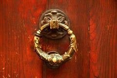 Oude Italiaanse deurkloppers royalty-vrije stock fotografie
